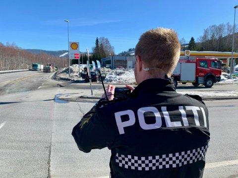FRONTKOLLISJON: Politiet jobber på stedet.