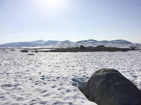PASS PÅ: Tynnere ozonlag gir økt behov for bruk av solkremer som beskyttelse. Det er meldt om fortsatt finvær i høyfjellet i Sør-Norge.