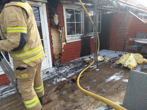 BRANN: Da Nina Øybakken åpnet døren, så hun flammer som slikket oppover veggen.