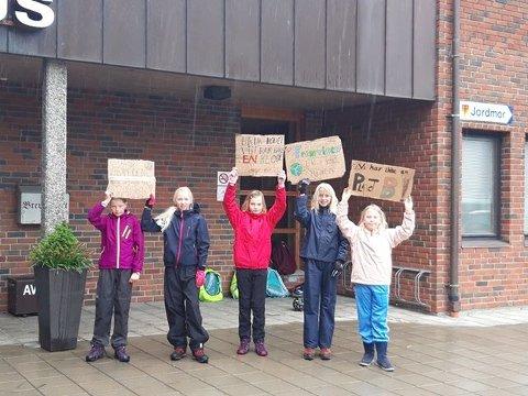 Miljø-aktivister: Marte Lysenstøen, Mari Øverbø, Lise Skjervum Bjerkehagen, Mari Espedokken Nielsen og Sofie Hamar Løvlie.