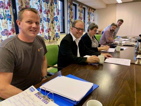 REDEGJORDE: Enhetleder for samferdsel og park Arne Olav Olsen (til venstre) og kommunalsjef kultur og samfunn, Leif Arne Vesteraas, var i kontrollutvalget fredag.