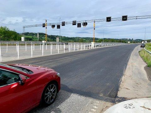 NY ASFALT: Fra utløpet av Granstunnelen og nordover er det lagt cirka en kilometer med ny asfalt.