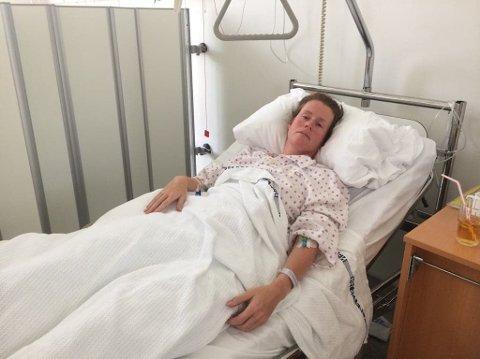 BRUTALT: Camilla Schjetne fra Biri, bosatt i Moelv, fikk en grusom avslutning på Lillehammer-Oslo lørdag da laget hennes ble torpedert av et herrelag. Det endte med to brudd i bekkenet for 39-åringen.