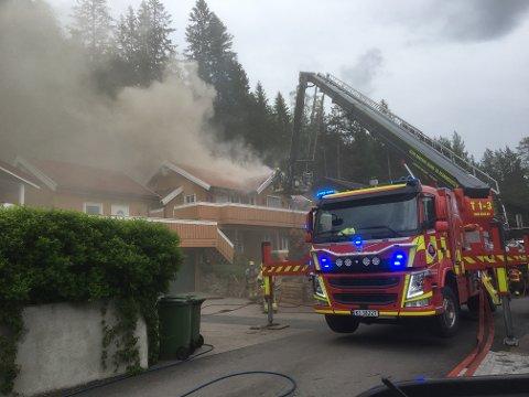 UBEBOELIG: Fra brannen i Granittveien 8. juni.