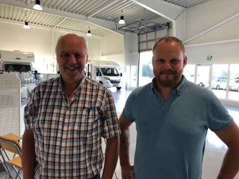 FAMILIEFIRMA: Finn Nordli (til venstre) og Tor Øyvind Nordli har utvidet lokalene i Mohagen og satser nå utelukkende på bobil.