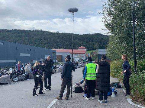 INNSPILLING: Tredje sesong av NRK-serien «Blank» spilles inn på Hadeland. Her fra settet på Hadeland videregående skole.