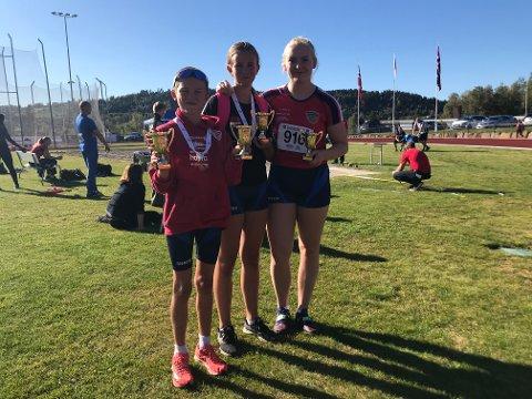 POENG: Ulrik Jåvoll Hagen (til venstre), Maria Elvestuen og Lotta Flatum Fallingen fikk alle over 1000 poeng på Tyrvingtabellen da Brandbu IF arrangerte klubbmesterskap i helga.