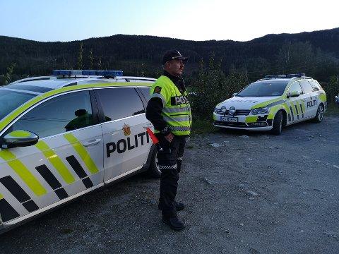KONTROLLEN: Politioverbetjent Andre Wigdahl avbildet under kontrollen som stanset bilen med far og sønn som øvelseskjørte.