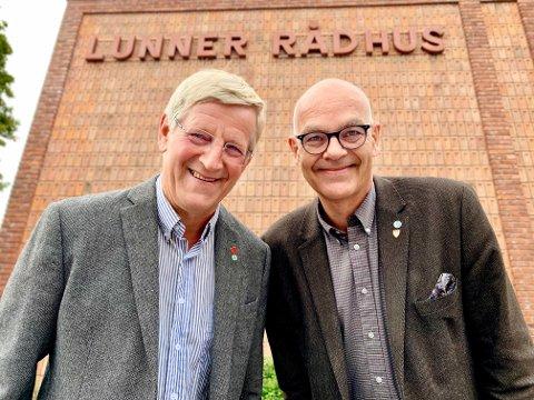 POLITISKE VETERANER: Halvor Bratlie (til venstre) og Ulf Rogneby er innstilt på å gå løs på en sjette periode i Lunner kommunestyre. Bratlie er på sikker plass, mens Rogneby må håpe på at Venstre-velgerne mobiliserer på valgdagen.