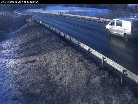 E 16 BEKKEHALLUM: Fine kjøreforhold på E 16 mellom Lunner og Jevnaker i dag.