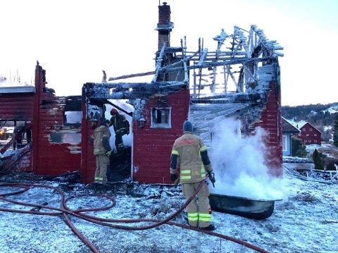 BRANT NED: Huset i Oppdalslinna brant nesten helt ned natt til 19. januar.