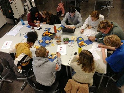 GRUPPEARBEID: Mye av møtetiden går til samtaler og idémyldring