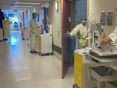 SMITTET: En ansatte ved Gjøvik sykehus er smittet av Korona. Fem ansatte er satt i karantene.