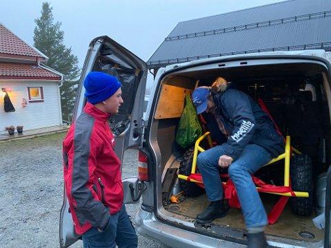 OVERRASKET: Kristian Johansen(18) ble tatt på senga da Iditarod-vinneren Thomas Wærner dukket opp med bursdagspresangen.