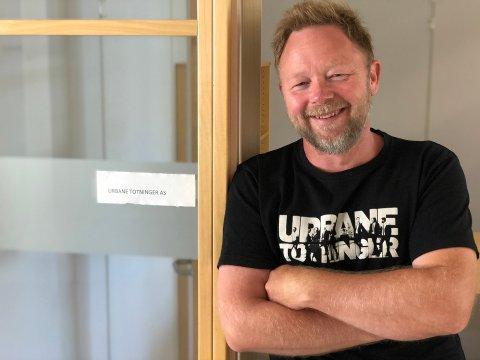 GLAD: Daglig leder i Seriøst Firma, Thomas Nyland, er glad for støtten fra kulturdepartementet.