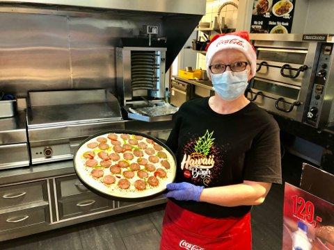 TRØKK:  – Her går det unna med både pizza og kebab, sier Anne Hilde Arnesen (49) fra Brandbu ved Haugli Pizza og Grill.