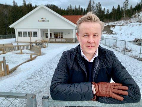 UTELATT: FAU-leder Anthony Caffrey i Grua barnehage synes det blir helt feil at Lunner kommune gir ekstra midler til de tre minste private barnehagene, men ikke til den største.