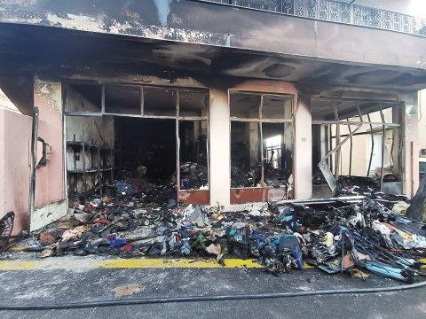 LAGER: Det som var et lager av klær, sko og annet utstyr, ser nå slik ut etter brannen natt til tirsdag.