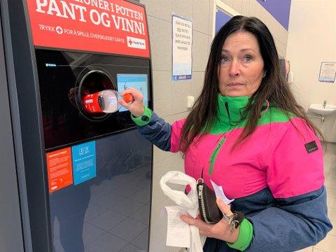 PANTER ALLTID: Camilla Vestby panter alltid tomgods fordi det gir penger tilbake og er bra for miljøet.