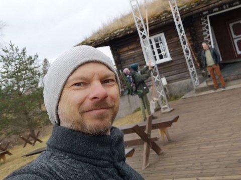 STOR PLASS: Hadeland Folkemuseum er stort nok til at du kan gå på tur uten å bryte korona-reglene. Fram til «Håkon hacker museet» åpner i juni, kan du følge framgangen i prosjektet i avisa og på museet.