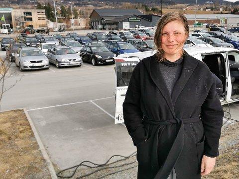 FORNØYD: Karianne Berge i Grua utviklingsforum er svært fornøyd etter torsdagens drive-in kino på Grua. Her avbildet da det var drive-in kino på Gran.