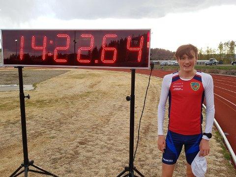 Magnus Tuv Myhre (20) med ny klubbrekord på 5 000 m