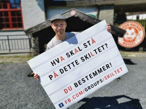 HVA ER DIN IDÉ?: Du kan komme med forslag til hva som skal stå på dette skiltet som settes opp på Gran torg.