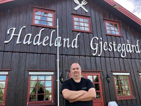 ÅPENT: Daglig leder ved Hadeland Gjestegård, Kjell Roger Muldbakken har tro på at juleribba vil slå an også i år.