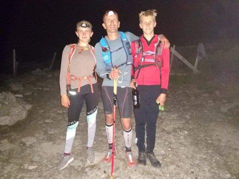 TIL TOPPS: Etter et blodslit i 18 timer sto Lennert øverst på Gaustatoppen sammen med barna Lotte (13) og Stein (15), som ble med på siste etappe.