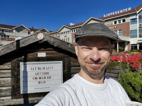 FORSLAG FRA FACEBOOK: Nå kan du lese teksten til Tine Velo Grina på skiltet i Gran sentrum.