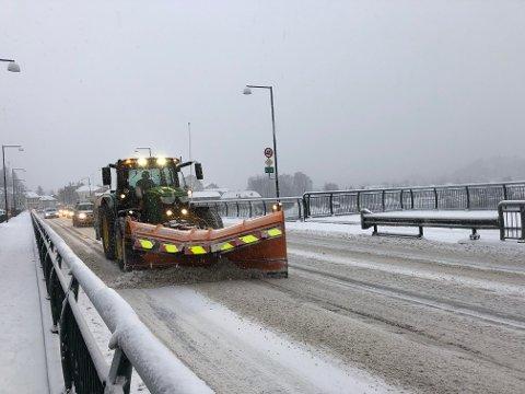 OBS-VARSEL: Det er sendt ut varsel om store snømengder. Det kan skape trøbbel for bilistene.