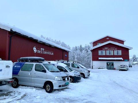 TIL SALGS: Etter nesten 20 år i Lunner flytter Nettservice Hadeland til Maura og selger denne eiendommen på Roa.