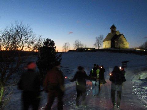 VANDRING: Vintervandring frem mot St.Petri, Tingelstad gamle kirke.