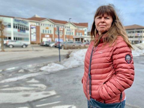 ROS: Handelsstandsleder Kari Framstad Lokrheim roser butikkene for å være løsningsorienterte.