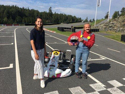 MARIO KART: Isabell Rustad (15) til høyre kjører Mario kart live i beste sendetid på NRK. Her sammen med programleder programleder SeldaEkiz (t.v.)