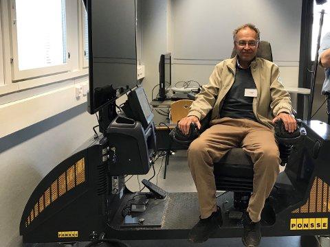 TEST: Helge Midttun tester skogsmaskinsimulator.