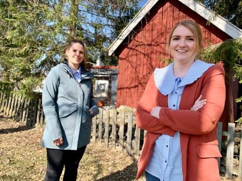 FORENKLINGER: Fagansvarlig Karoline Unnli Mathisen (nærmest) og jurist Mari Steiro ved byggesaksavdelingen i Gran kommune forteller om forenklinger i regelverket for byggeprosjekter på egen eiendom.
