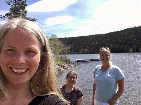 PÅ LUNNER-BESØK: Nestleder i SV, Kirsti Bergstø , håper å kunne representere Lunner på Stortinget de neste fire åra. Her er hun på Mylla sammen med de lokale SV-politikerne Mari Svenbalrud og Vibeke Buraas Dyrnes.