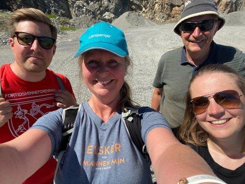 «EN LITEN SENSASJON»: Kristian Reinfjord, Irene Skauen Sandodden, Ragnar Knarud og Solfrid Myhre er fornøyde med å kunne slå fast at stedet hvor den hvite steinen i Søsterkirkene ble hentet ut nå er funnet.
