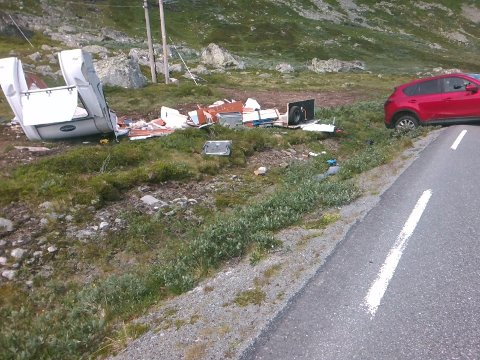 HELT KNUST: Campingvogna ble totalskadd i ulykken.