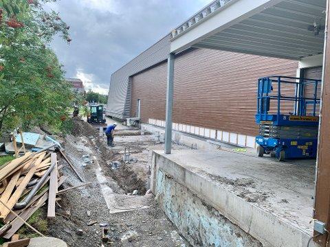 BYGGER PÅ: Kiwi bygger ut butikken på Gran med om lag 100 kvadratmeter på baksiden.
