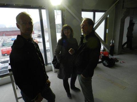 Daglig leder Anders Viken i samtale med ekteparet Sol og Reidar Nordsjø.