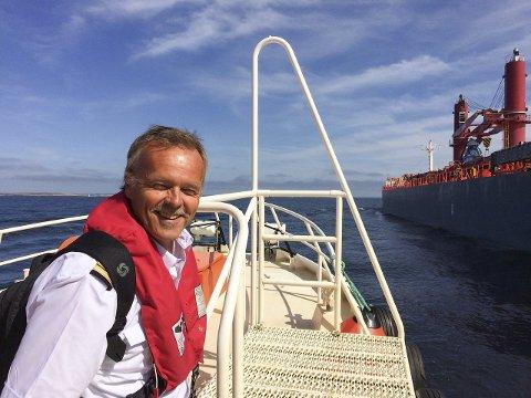 1 ARILD SYVERTSEN PÅ JOBB SOM LOS 2 NORSK BÅT ANGEREPET I GULFKRIGEN 3 Arild Syvertsen har skrevet tre bøker om skipsfart.