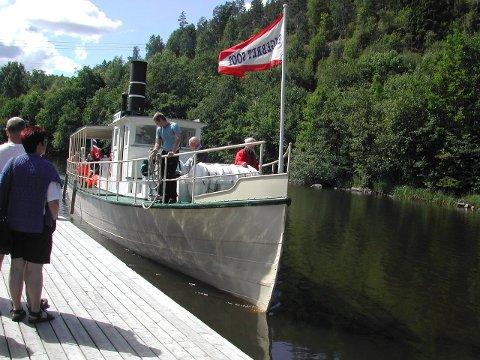Penger å hente: I Haldenkanalen går det flere verneverdige båter. Også Halden har en som er under restaurering. Her ser vi «Engebret Soot». Foto: Arkiv