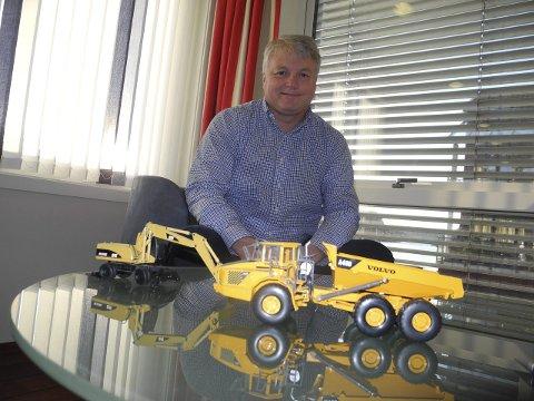 Maskiner: Martin Grimsrud har vært maskinentreprenør siden han var 20 år, men det har vært oppdragene, og ikke maskinene som har interessert ham.Foto: Bjørn Ystrøm