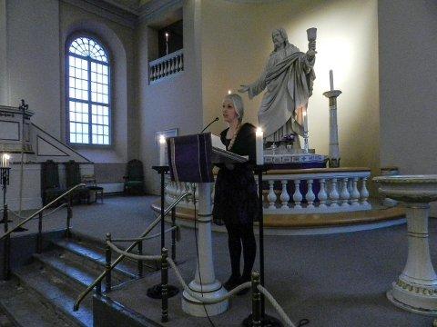 Kantor Marie Håkensen fortalte stolt om arbeidsverktøyet sitt, den 100 år gamle dronningen i Haldens største kirke.