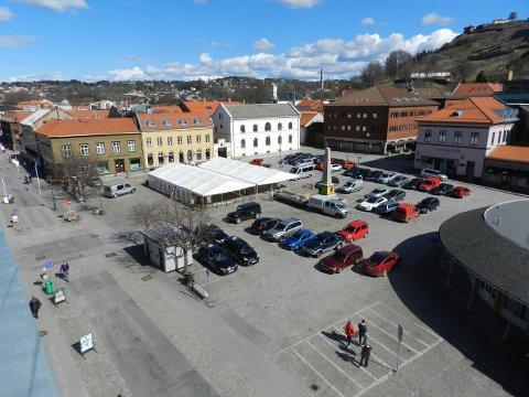MATTELT: I disse teltene skal flere hundre ungdommer fra hele Østfold få seg en matbit. På menyen står blant annet kjøttpudding.