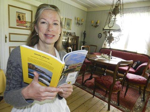 HER ER BOKA: – Denne boka er trykket opp i 32.000 eksemplarer og anbefaler Aslakstrøm gård.