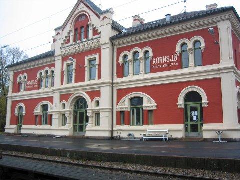 VIL HA TOGSTOPP: Toget passerer Kornsjø stasjon opptil ti ganger hver dag. Nå vil stortingsrepresentant Ole André Myhrvold (Sp) at togene skal stoppe dersom passasjerer vil på eller av.