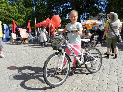 - JEG SKAL STEMME: Når Thelma Berg Andreassen (10) blir gammel nok, skal hun bruke stemmeretten sin. - Det er viktig at alle får stemme, sier hun.